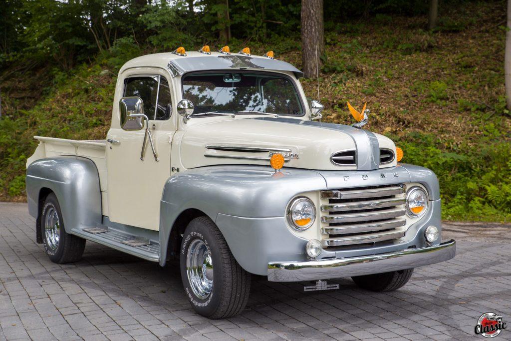 Ford F100 pickup