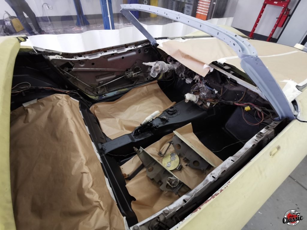 Cabrio Chevrolet Corvette C3 renowacja
